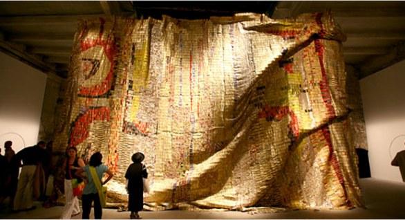 el-anatsui-artista-africano-riciclo-arte-j07pg-1